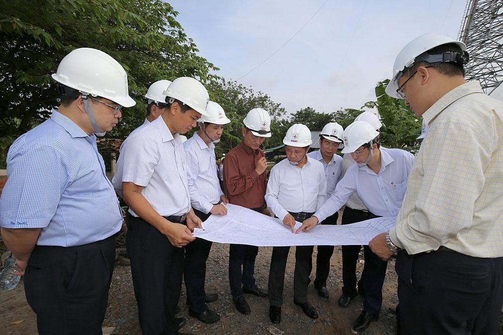 constructing-2-highest-500-kv-electric-poles-in-vietnam