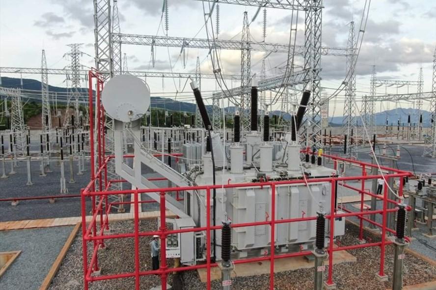 Máy biến áp AT2 tại TBA 220kV Lao Bảo được đóng điện vào lúc 4h30 phút, ngày 30/06/2021 (Ảnh: Xuân Tiến – Báo Lao Động)